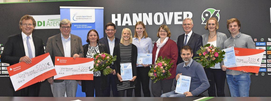 Gruppenfoto mit Gewinnerinnen und Gewinnern des Inklusionspreises 2017