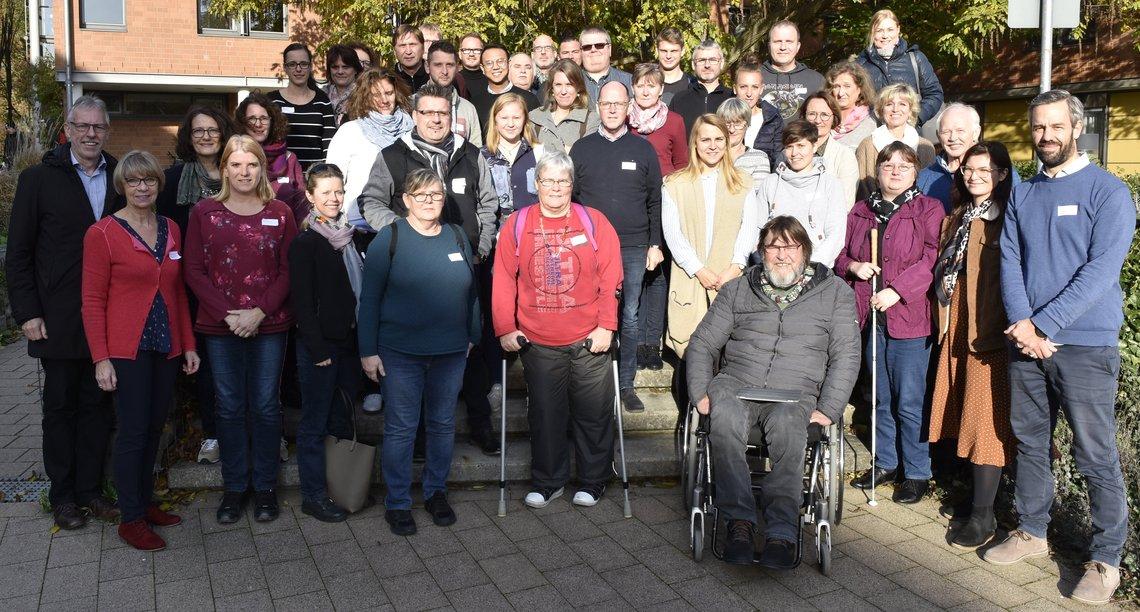 Gruppenfoto mit Teilnehmenden des Runden Tischs
